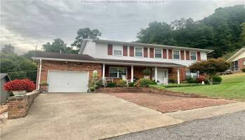 330 Woodland Drive, Madison, West Virginia 25130, 4 Bedrooms Bedrooms, 10 Rooms Rooms,3 BathroomsBathrooms,Residential,For Sale,Woodland,246682