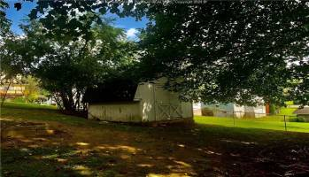 150 Madison Avenue, Madison, West Virginia 25130, 2 Bedrooms Bedrooms, 5 Rooms Rooms,3 BathroomsBathrooms,Residential,For Sale,Madison,247193