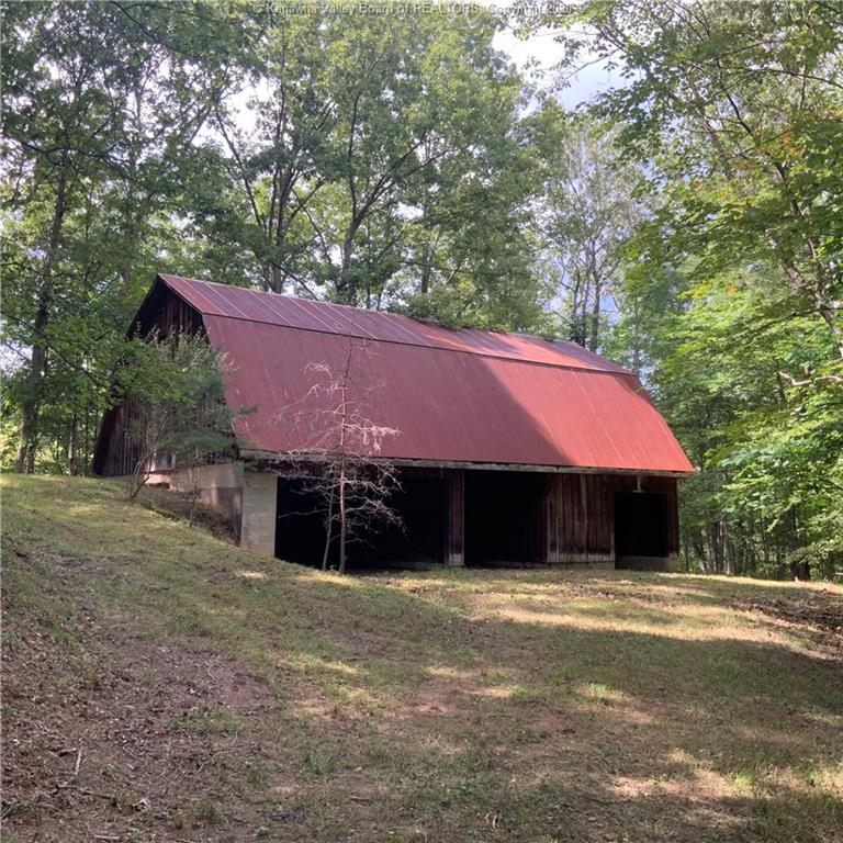 4919 Statts Mill Road, Statts Mill, West Virginia 25279, 5 Bedrooms Bedrooms, 13 Rooms Rooms,4 BathroomsBathrooms,Residential,For Sale,Statts Mill,242312